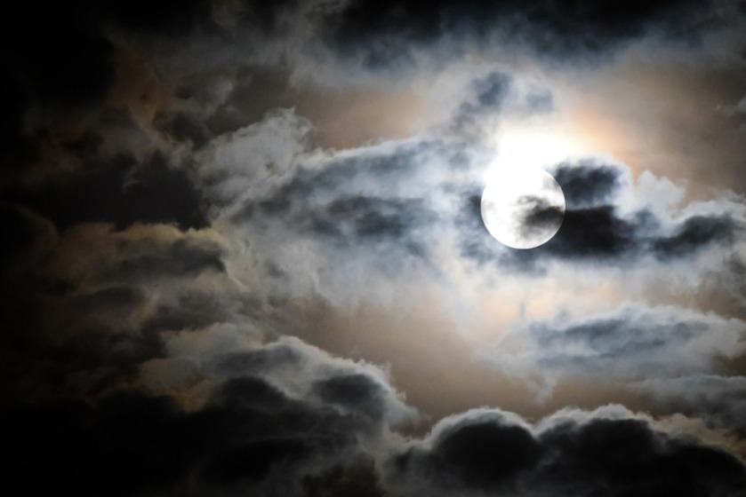 full-moon-595654_1920
